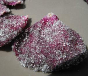 Pétales de rose de Provins cristallisés