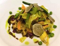 Salade de truffes blanches aux légumes croquants