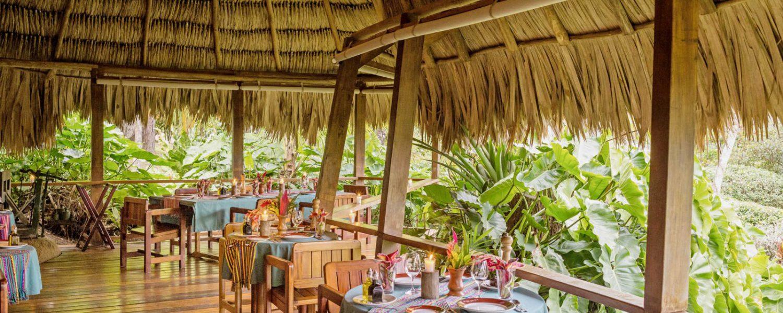 Restaurant en terrasse de l'hôtel Blancaneaux Lodge