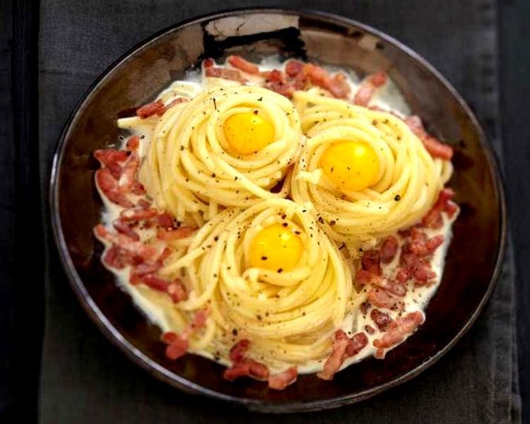 Spaghettis carbonara aux œufs de caille