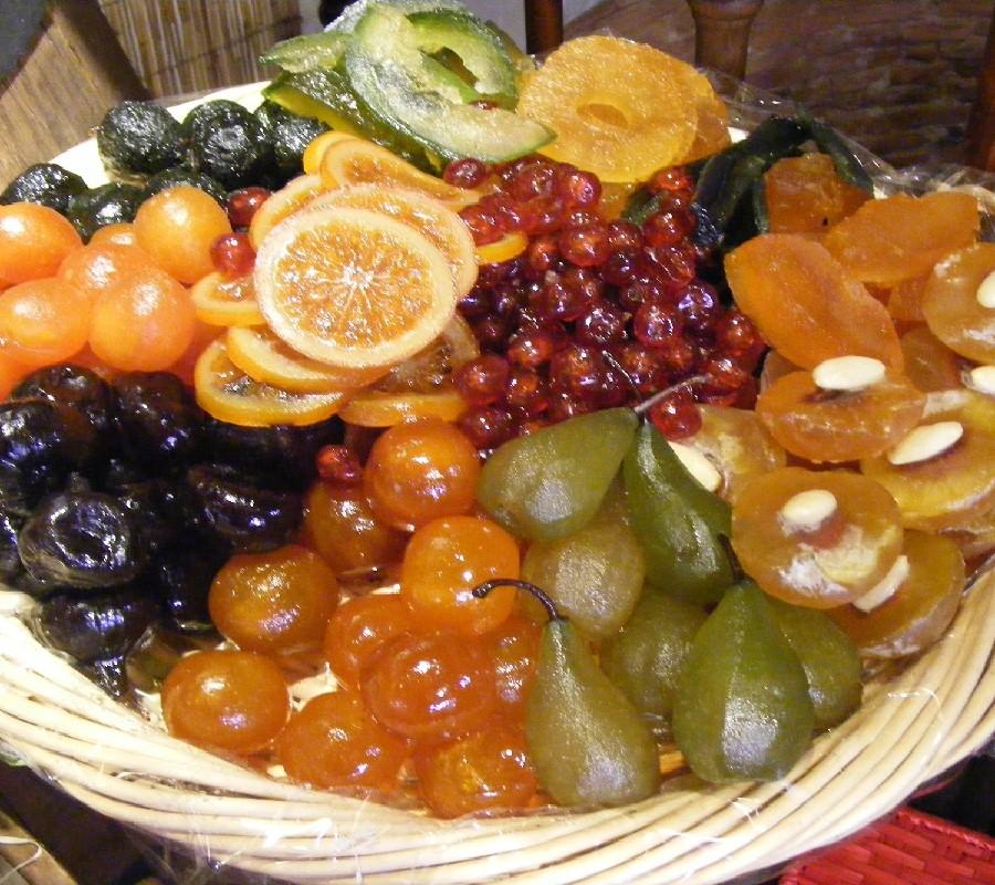Corbeille de fruits confits artisanaux