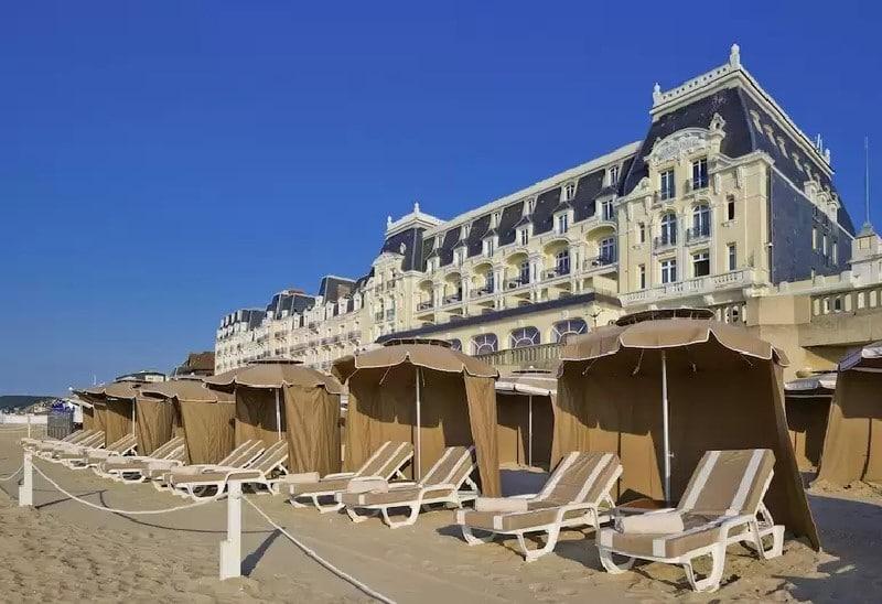 La plage de sable du Grand Hôtel Cabourg