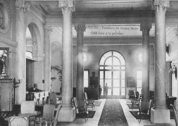 Le vestibule du Grand Hôtel de Cabourg en 1912