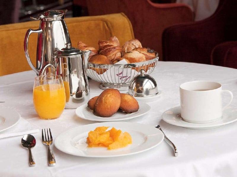 Petit-déjeuner aux madeleines au Grand Hôtel de Cabourg