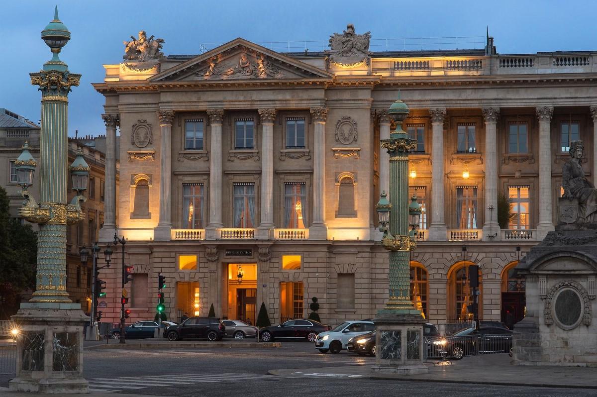 Hôtel de Crillon place de la Concorde le soir