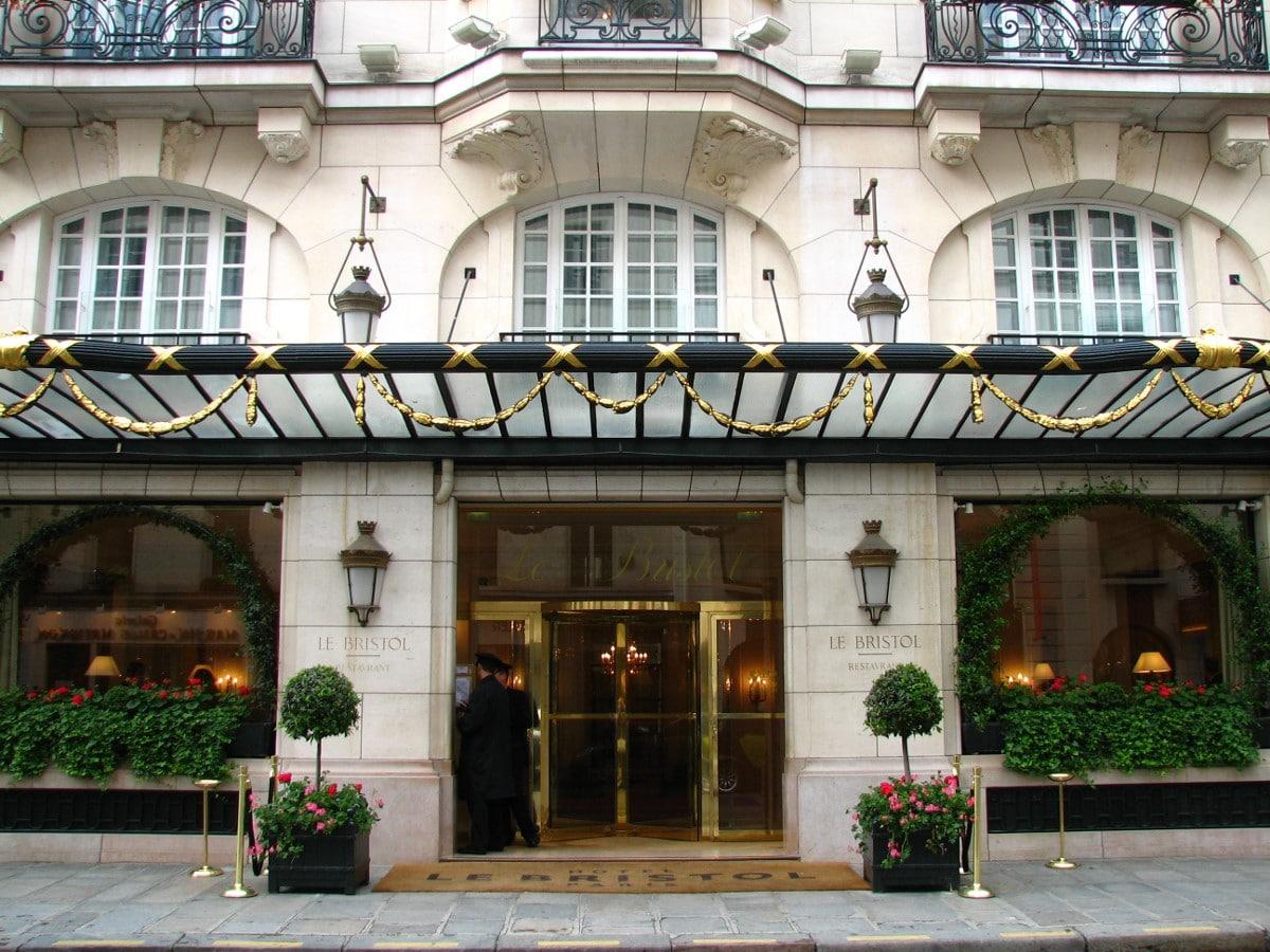 L'hôtel Bristol rue du Faubourg-Saint-Honoré à Paris