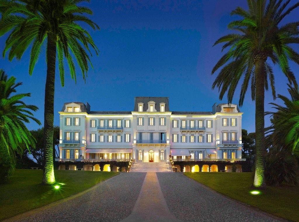 L'hôtel Cap-Eden-Roc à Antibes le soir