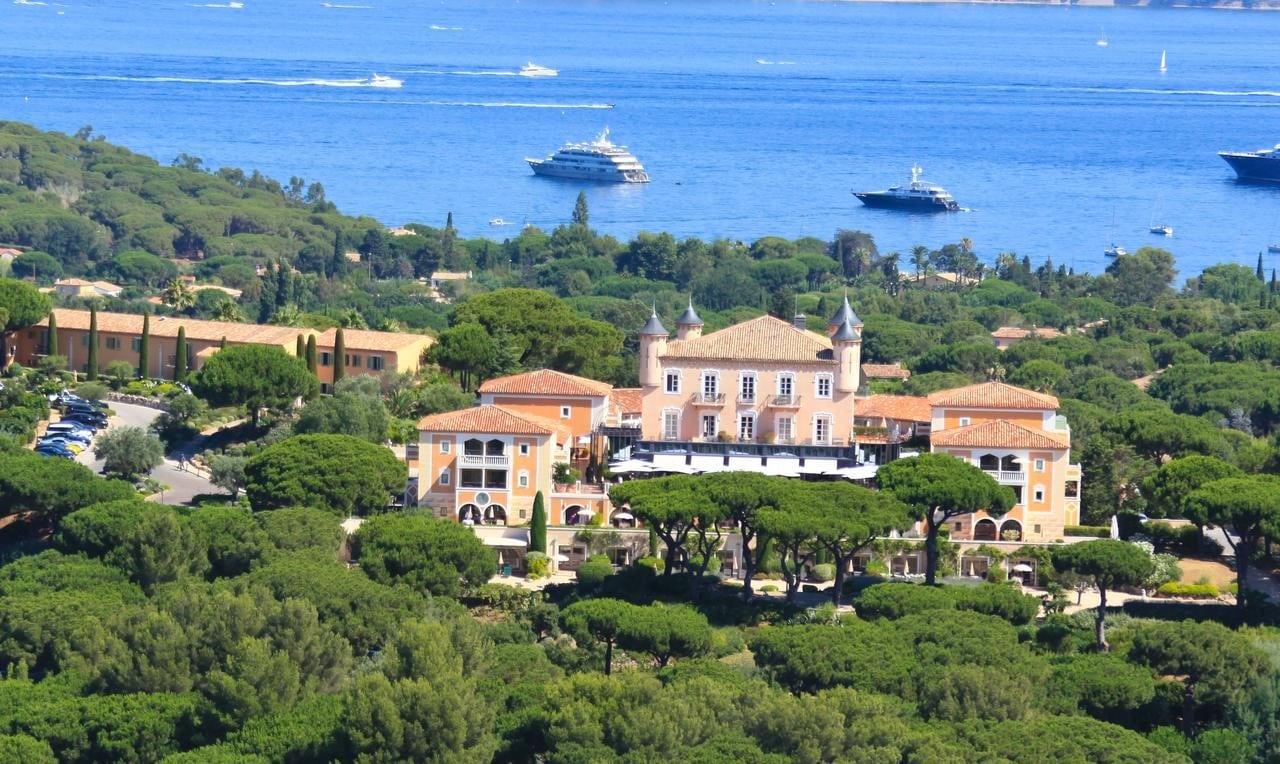 L'hôtel du Château de la Messardière et le golfe de Saint-Tropez
