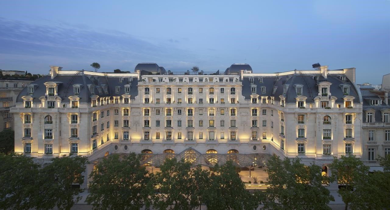 L'hôtel The Peninsula Paris le soir