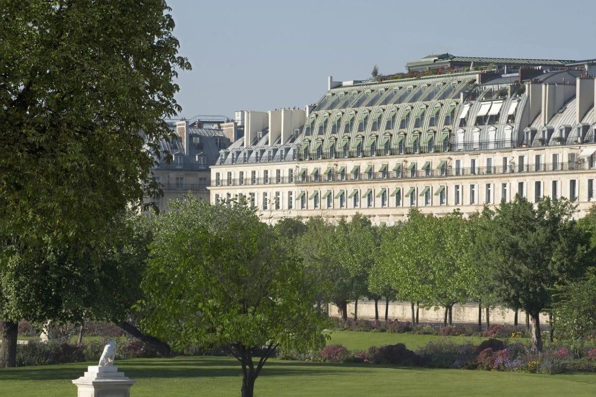 L'hôtel Le Meurice vu du Jardin des Tuileries à Paris