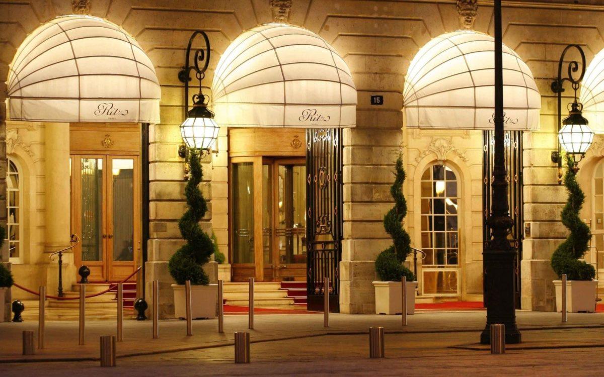 L'hôtel Ritz, place Vendôme le soir