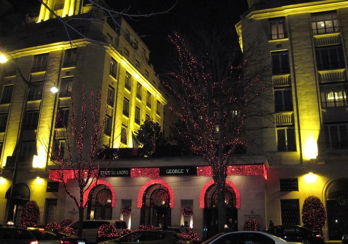 Le Four Seasons Hôtel George V le soir
