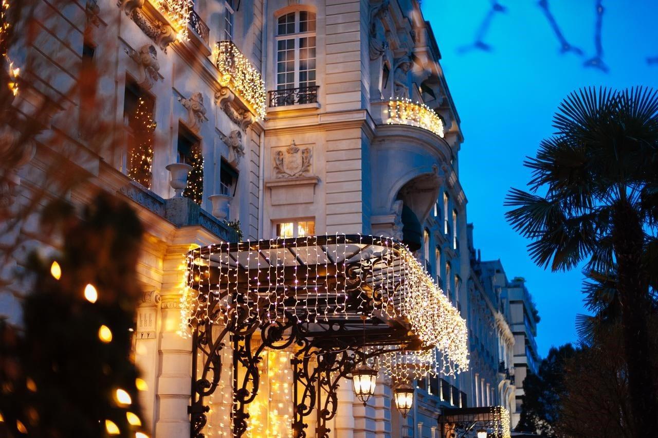 Le Shangri-La Hotel Paris un soir de fêtes de fin d'années