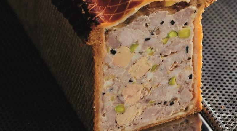 Terrine de canard truffée au foie gras et pistaches