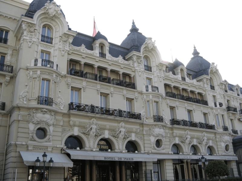 L'immeuble de l'hôtel de Paris abritant le restaurant Louis XV