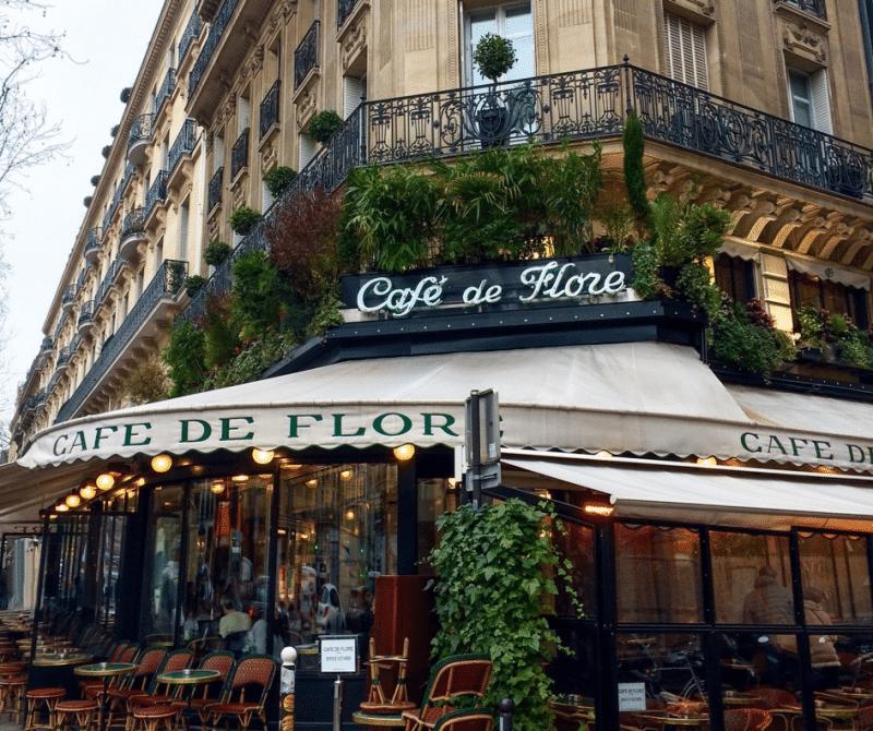 Le Café de Flore au quartier Saint-Germain-des-Prés à Paris