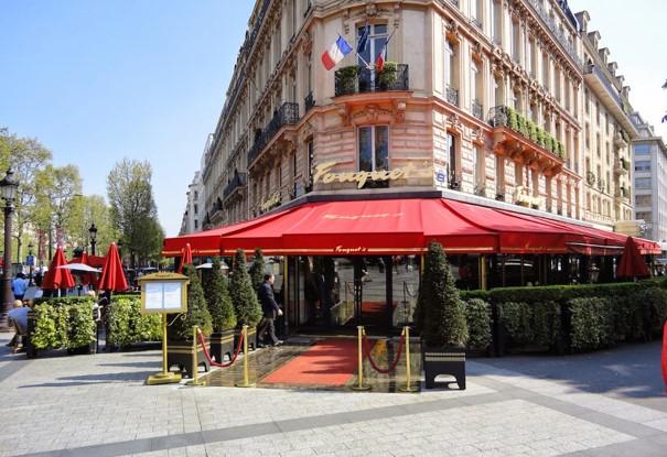 L'entrée du Fouquet's