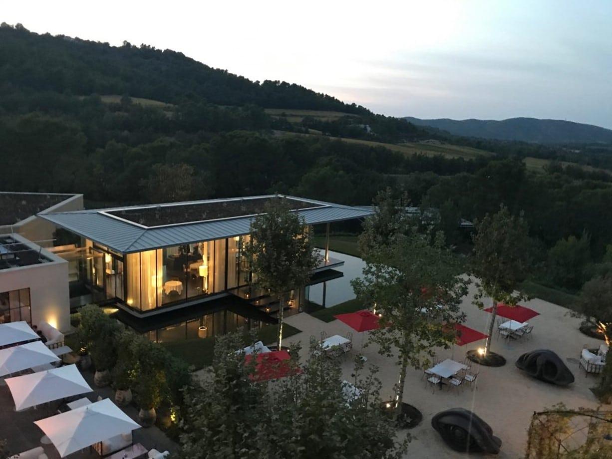 L'hôtel de la Villa La Coste au Puy-Sainte-Réparade le soir