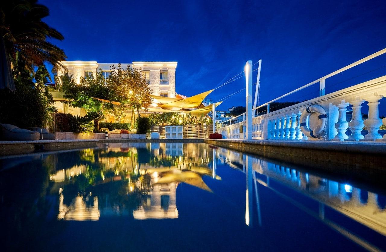 L'hôtel-restaurant Le Petit Nice à Marseille le soir