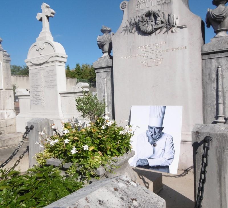 Tombe de Paul Bocuse au cimetière de Collonges-sur Saône