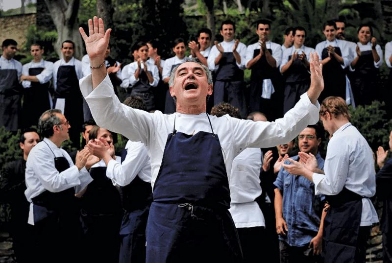 Ferran Adrià et sa brigade avant de préparer le diner au restaurant El Bulli