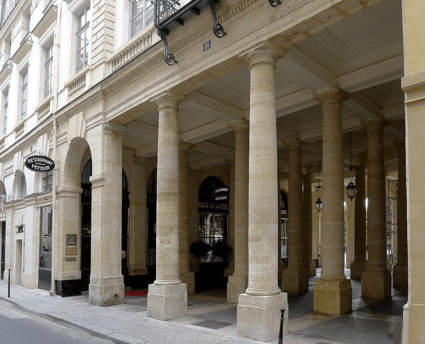 Le restaurant Le Grand Véfour à la galerie du Beaujolais à Paris