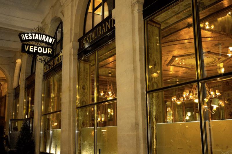 Le restaurant le Grand Véfour le soir