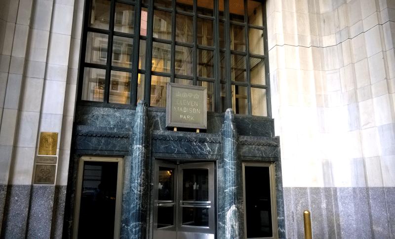 L'entrée de l'Eleven Madison Park à New-York