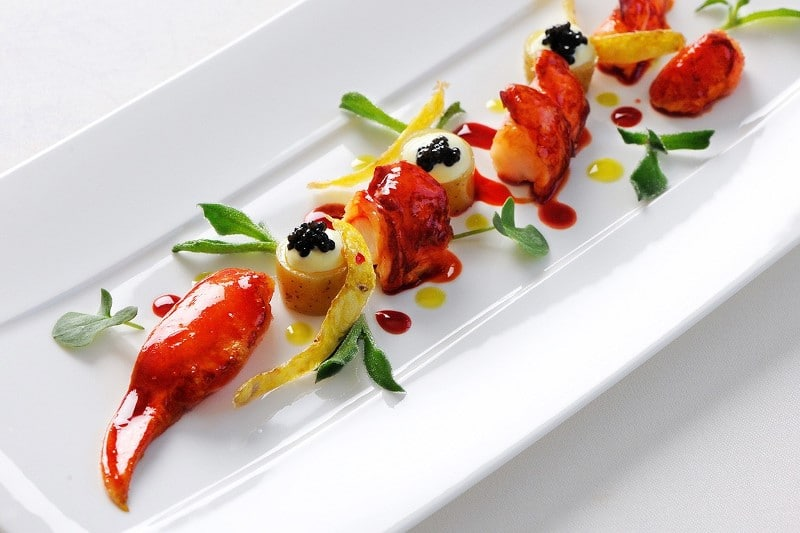 Pince de homard froide et caviar
