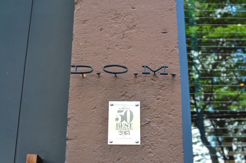 L'enseigne du restaurant D.O.M. à Sao Paulo