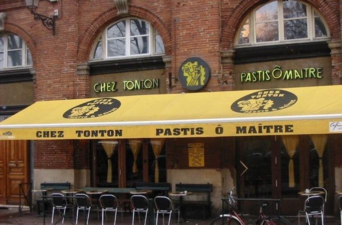Café « Chez Tonton » place Saint-Pierre à Toulouse