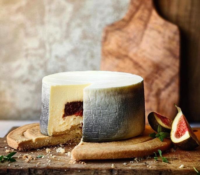 Cheese cake façon fromage cendré de chèvre fourré à la figue par Heston Blumenthal