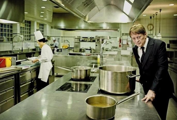 Régis Carisey dans les cuisines du restaurant La Chat Botté à Genève en 2018