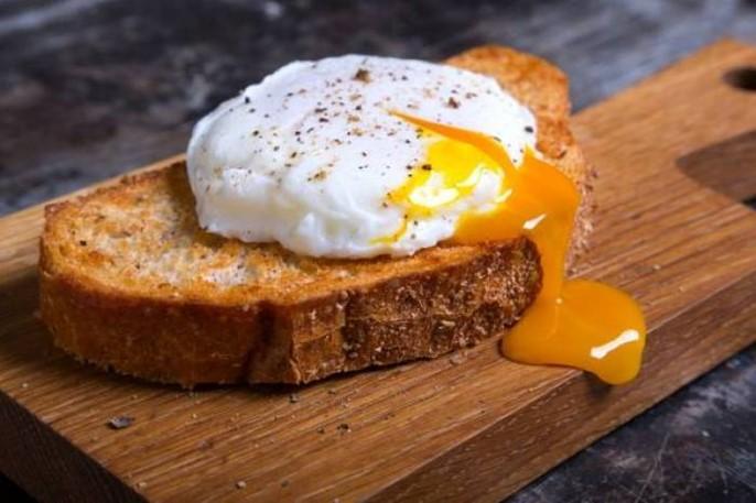 Tartine à l'œuf parfait à 64°C